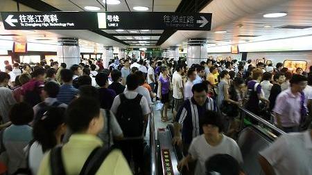 沪地铁客流量创947.3万新高 网友戏称买房慎选地铁沿线