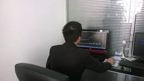 沪市上午涨0.69%  分析师建议关注蓝筹股