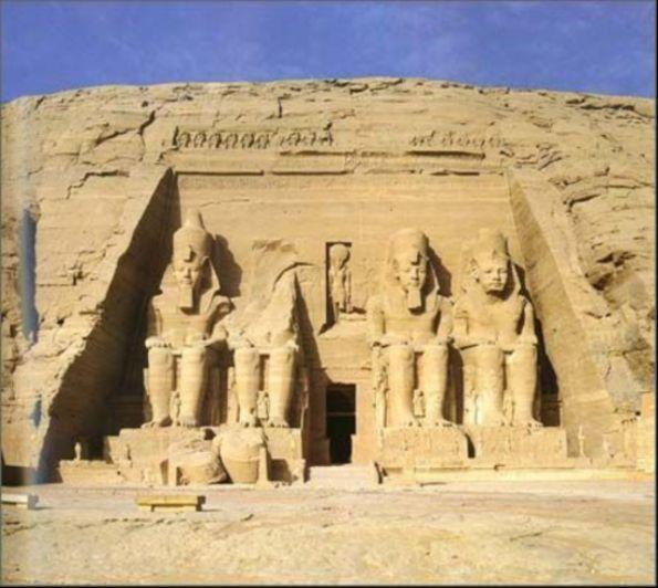 揭秘:古埃及金字塔中的奇异事件
