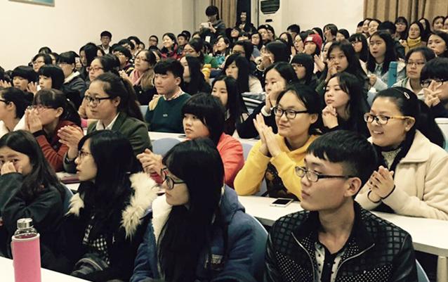 学院翻译系举行演讲辩论赛