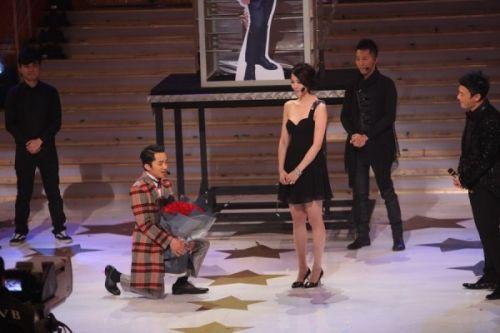 王祖蓝求婚成功 老婆身材高挑 高其13CM_娱乐