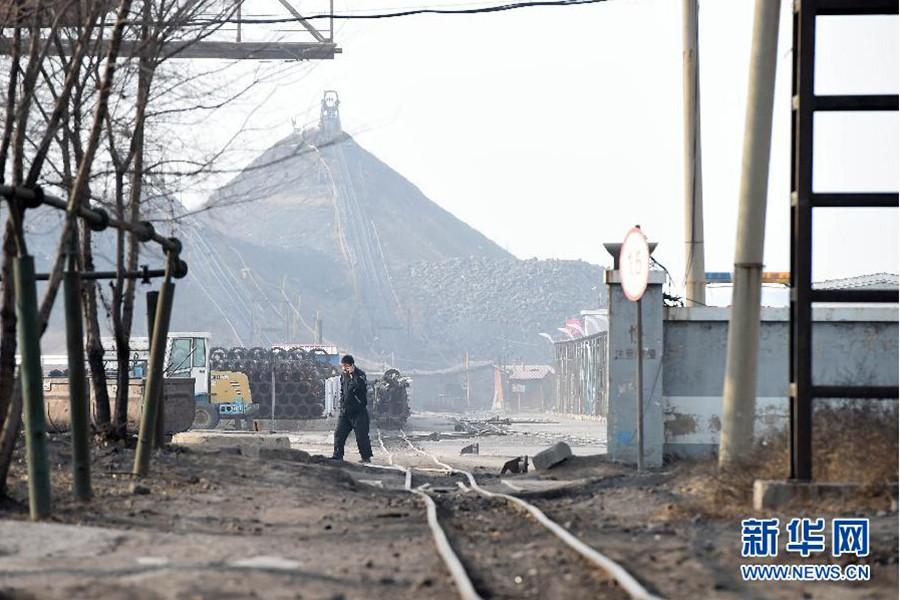 目前,恒大煤业公司所属各矿井已全部停产整顿,进行安全隐患大排查。图为11月26日拍摄的矿区。新华社发