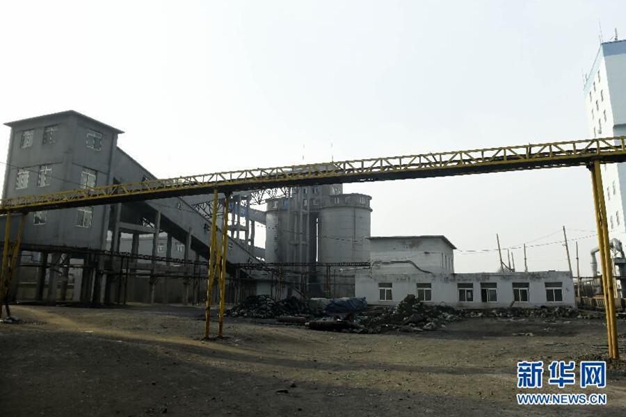 据媒体报道,阜新矿业9年前曾发生特别重大瓦斯爆炸事故——2005年2月14日15时,孙家湾煤矿海州立井特别重大瓦斯爆炸事故共造成214人死亡,30人受伤,直接经济损失4968.9万元。图为11月26日拍摄的矿区。新华社发