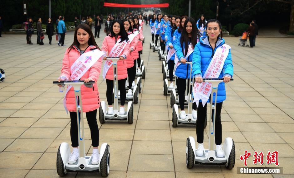 长沙举行美女平衡车挑战赛 倡低碳出行 社会