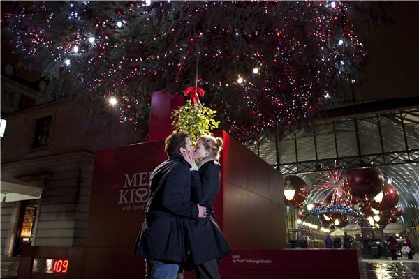 接吻就会亮的圣诞树又来新天地啦!