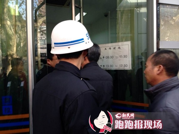 图说:林森浩的爸爸进入法院.新民晚报新民网记者 胡彦珣 摄