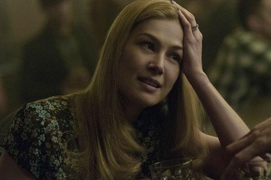 最佳女主角颁给了 消失的爱人 中的罗莎蒙德 派克高清图片