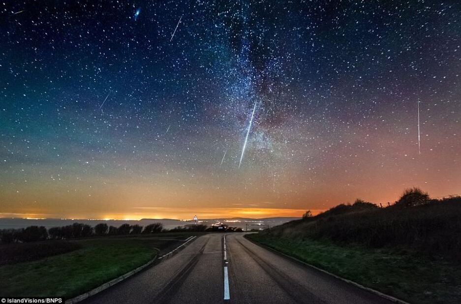 双子座流星雨壮美景致 每小时100颗点亮夜空