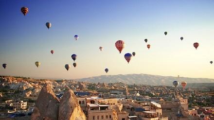 土耳其热气球坠落 致中国游客1死4伤