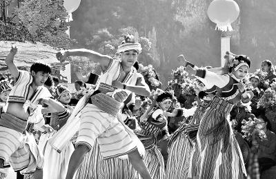 自治州 怒江 云南省/云南省怒江傈僳族数万群众载歌载舞庆祝自治州成立60周年