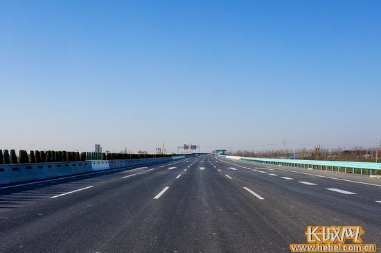 京港澳高速河北段通车首日抓拍违法行为531条