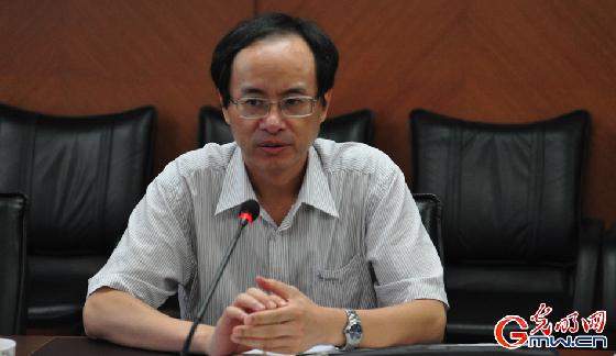 """刘海峰:""""高考工厂""""中的考生家长多为弱势群体图片"""