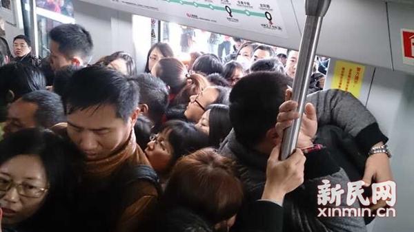 16号线周浦东站客流增近6成 高峰将投放备车