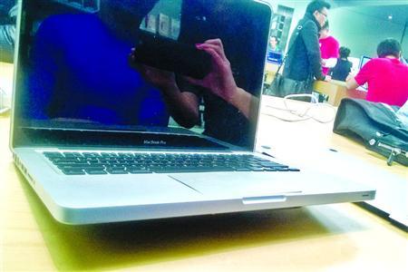 Macbook Pro触摸板爆裂,苹果给出3种不同解释,你怎么看?