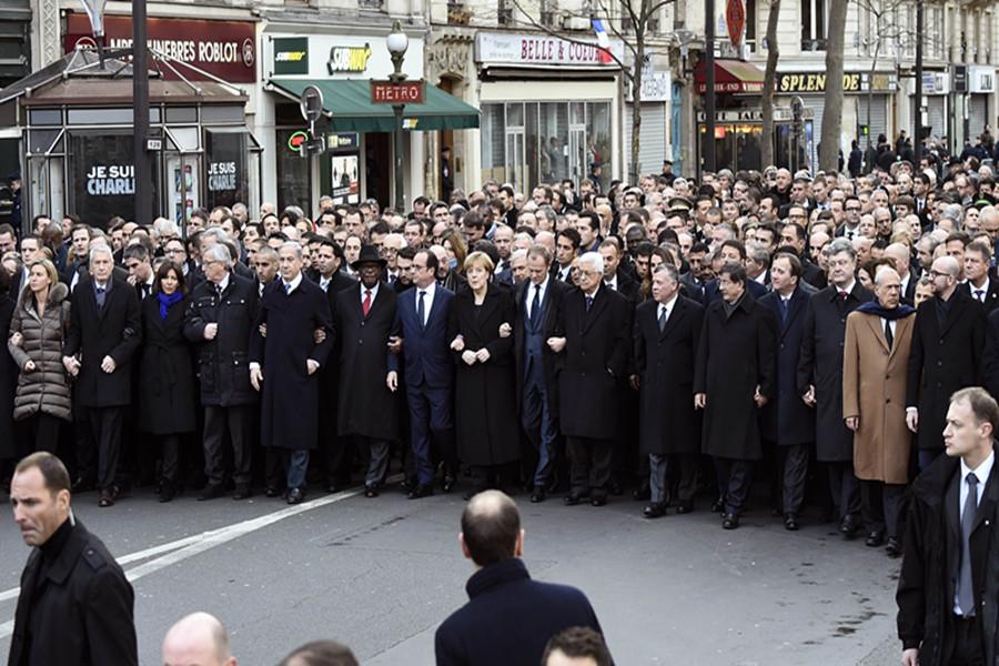 """法国反恐大游行 各国""""一把手""""现场助阵"""