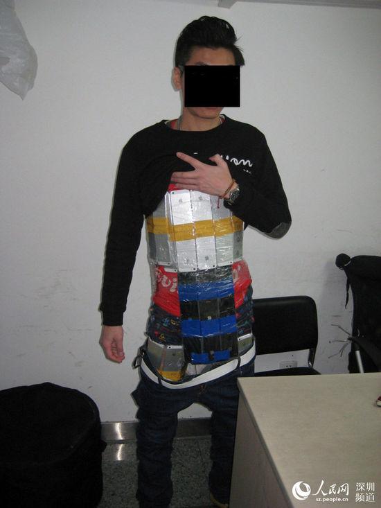 男子身绑94部iPhone入境被海关查获