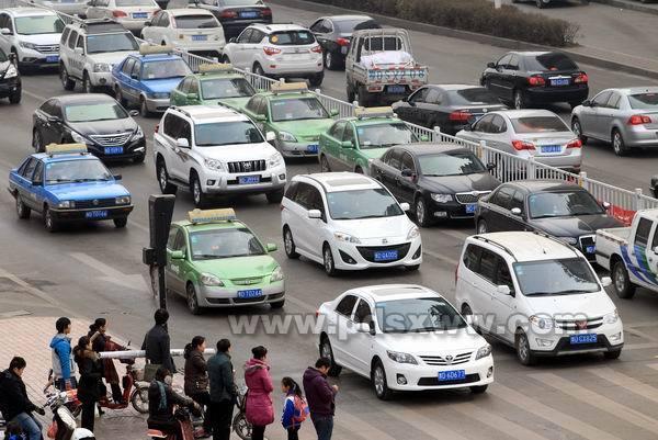 平顶山机动车一年增加7万余辆高清图片