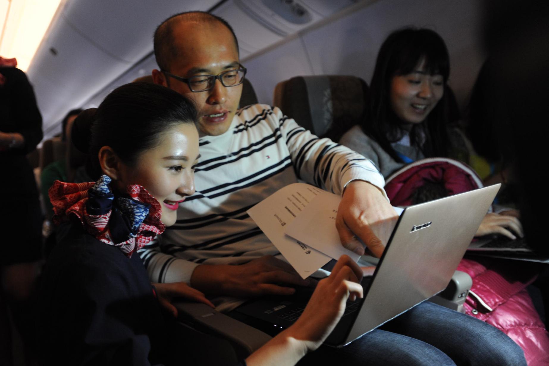小冰来了!国内首个人工智能航班首航