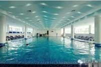 冬天怕长膘!去上海的温水游泳池劈情操了!