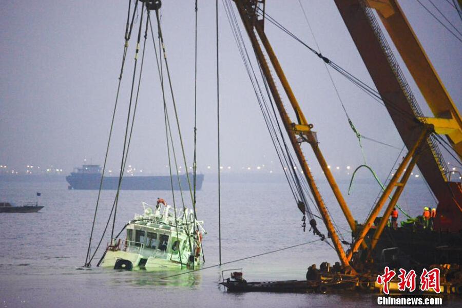 长江沉船出水:22人遇难