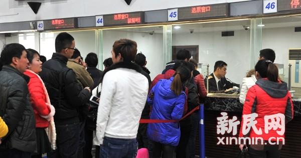 """上海铁路退票日均7000张 快抢""""回笼票"""""""