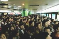 人在囧途:挤地铁还要助跑?