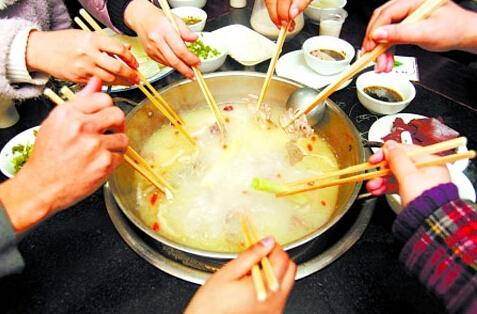 吃火锅你最烦哪种行为?据说集齐这9种,分分钟被友尽!