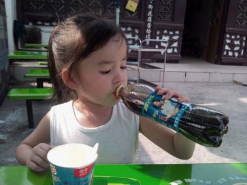 谢娜大肚子孕妇照_喝可乐撑大肚子_喝可乐撑大肚子画法