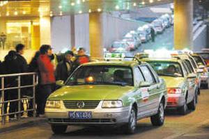 沪整治出租车拒载 违法率高企业将停业