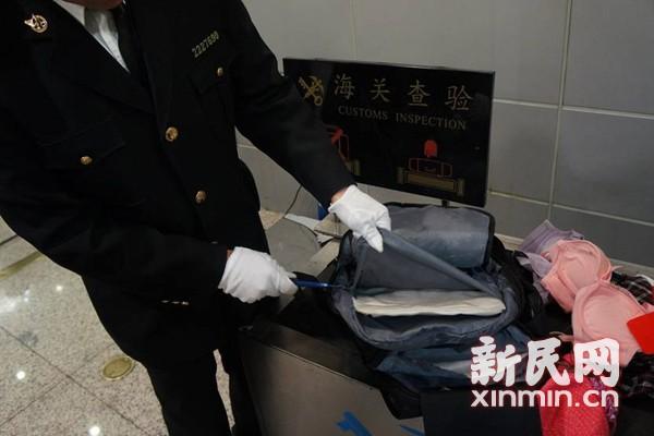怀孕8个月越南女子背包藏毒1.45千克