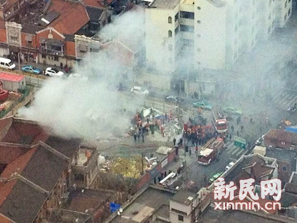突发:12号线南京西路地铁在建工地着火