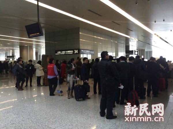 虹桥机场13日起迎客流最高峰 增开6条安检通道