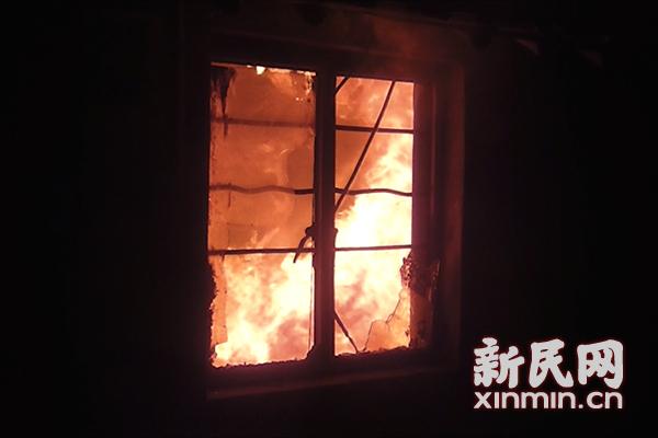金山出租房起火 未造成人员伤亡