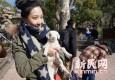 羊年去上野沾羊气 与小羊亲密互动!
