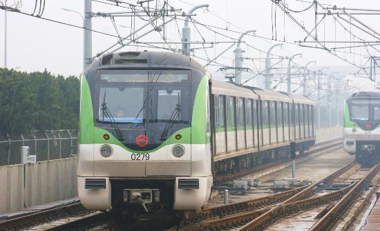浦东机场地铁2号线年初六、初七夜间增开3班