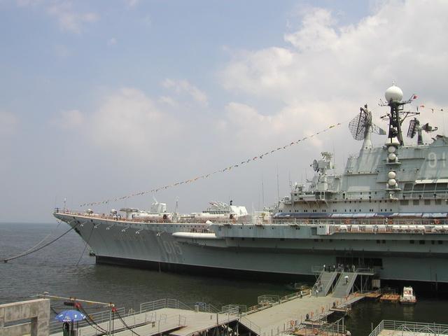 """...巡洋舰\""""   基辅   \""""号和\""""明斯克\""""号能否被改造成现代航母..."""