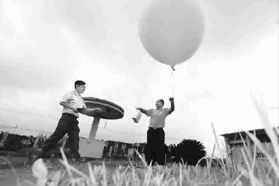 羊年新春气象探空气球照常升起