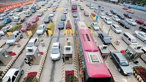 申城公路迎返沪车流 24日下午进入最高峰