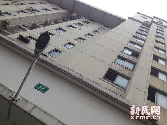 上海浦东一女子今晨死于电梯轿厢 疑电梯故障所致