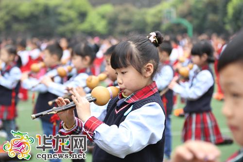 课间 千名学生葫芦丝奏 小苹果