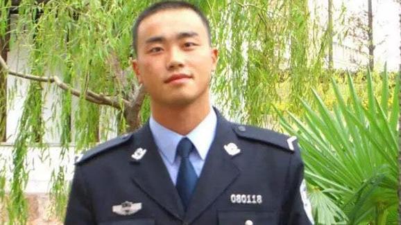 追记上海交警茆盛泉:严格执法外还有一颗助人为乐的心