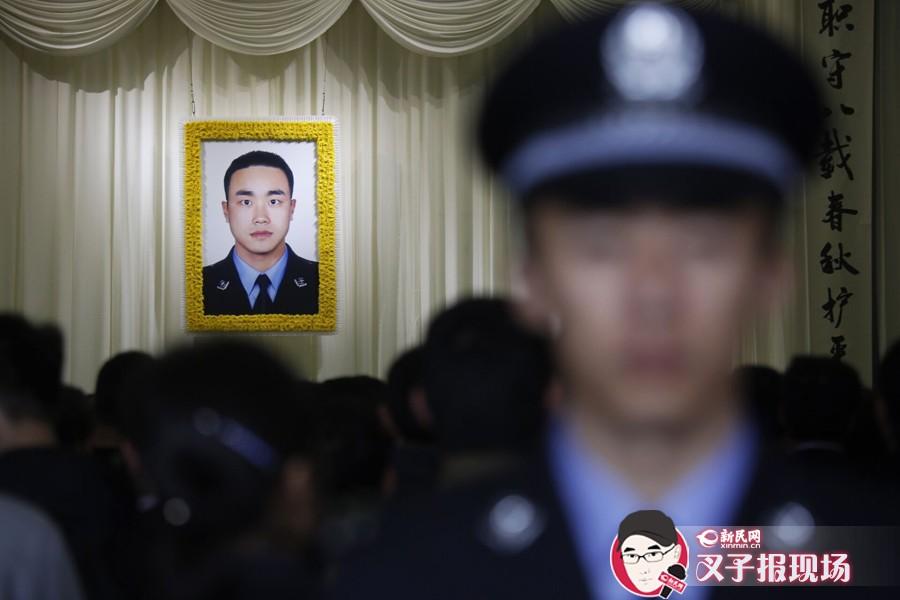 """[组图]交警茆盛泉追悼会举行 2700余人送""""最后一程"""""""