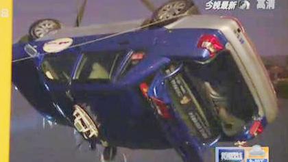 上海浦东:一出租车冲进河道 的哥不幸身亡