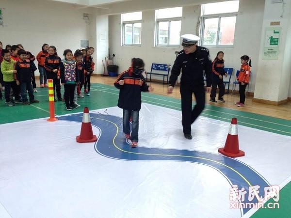 浦东交警全国首开微信安全课 教中小学生避险