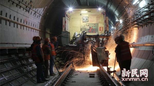 12号线西段轨道贯通 年底有望通车试运营