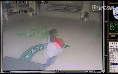 心塞!上海19月女童被锁车内 数小时后窒息身亡!