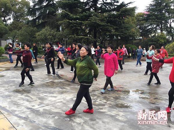 杨浦工农二村季月妹:广场舞明星 贴心的带头大姐