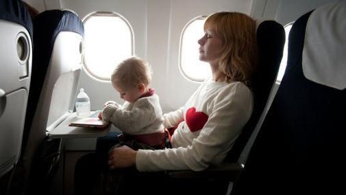 """春暖花开全家""""说走就走""""  带娃乘飞机出行有讲究"""