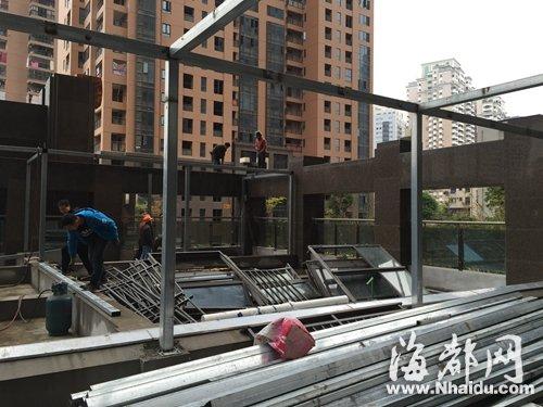 上的钢架结构进行拆除