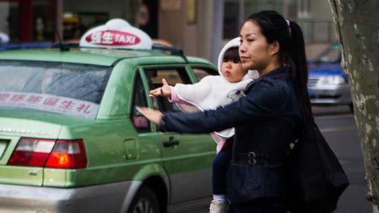 """上海推出高峰时段出租车 周四""""高峰车""""最少"""